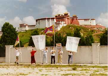 We can't do it there, but we can do it here ! Protesters and view of the rear of the Potala Palace Exhibit