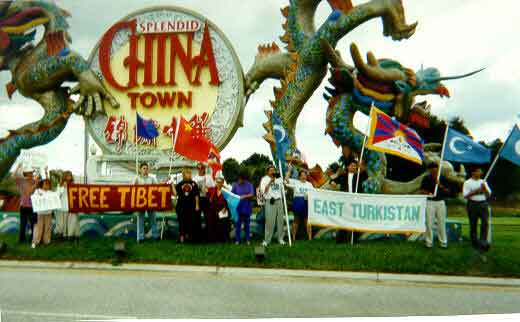 Gathering on U.S. Hwy 192 (aka Irlo Bronson Hwy) under Florida Splendid China sign.